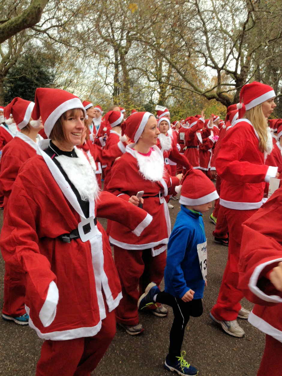 warming-up-for-the-santa-run-in-battersea-park-2013